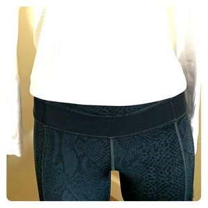 Lululemon cropped running pants with mesh panels